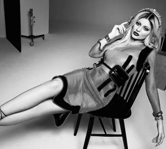 Kylie Jenner para ELLE (Foto: Instagram / Reprodução)