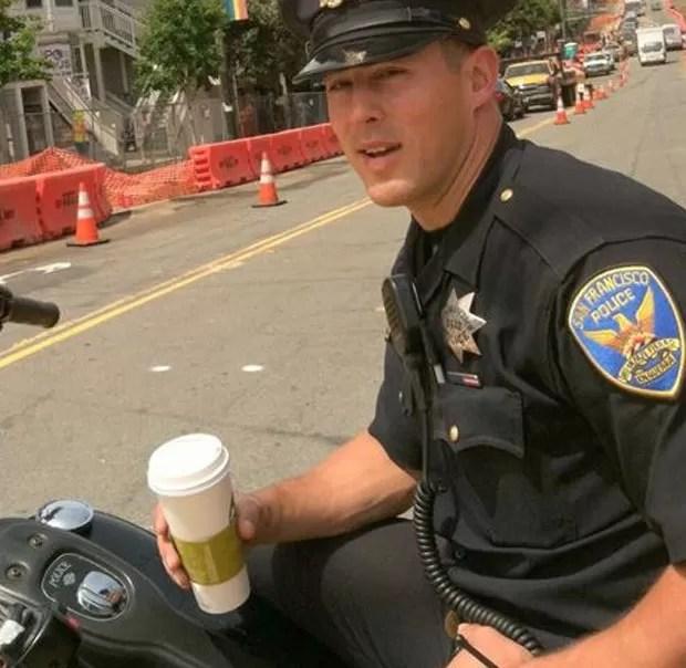 Oficial faz parte da força policial do distrito de Castro em São Francisco, na Califórnia (EUA) (Foto: Reprodução/Facebook/Officer Chris Kohrs, aka Hot Cop Of Castro)
