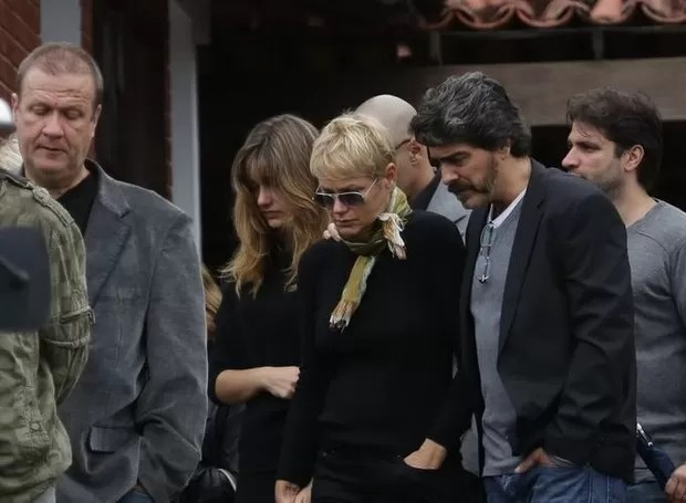 Blad, Sasha, Xuxa e Junno no velório de Cirano Rojabaglia (Foto: Dilson Silva / Agnews)