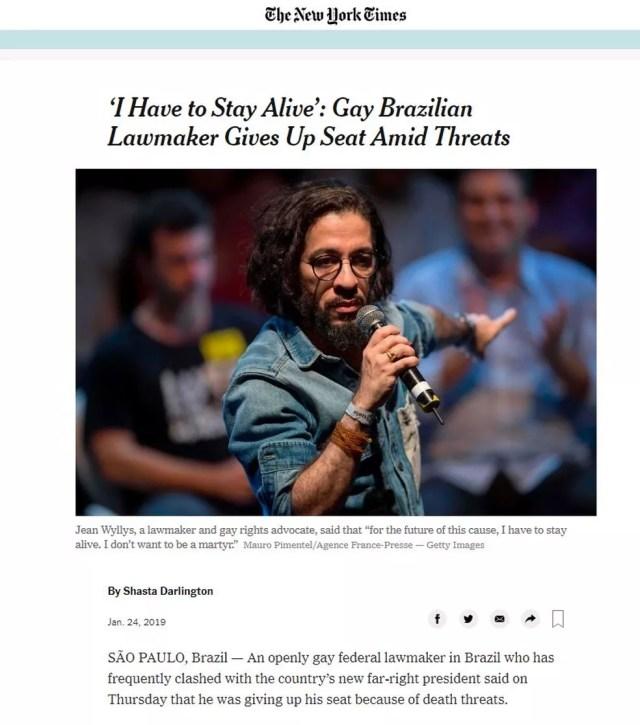 """""""'Eu preciso permanecer vivo': legislador brasileiro gay desiste de mandato em meio a ameaças"""", diz chamada do The New York Times — Foto: Reprodução/The New York Times"""