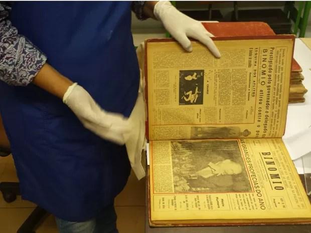 Jornal Binômio é digitalizado pela Biblioteca Central da UFMG (Foto: Thais Pimentel/G1)