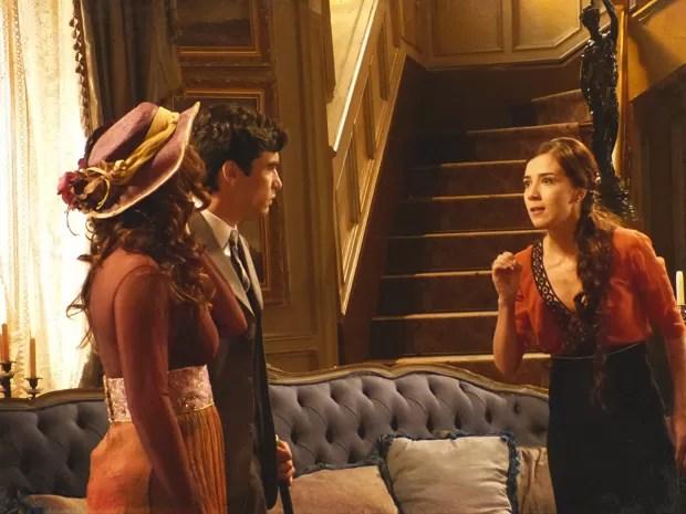 Catarina confessa ter extraviado as cartas que Edgar enviou de Lisboa (Foto: Lado a Lado / TV Globo)