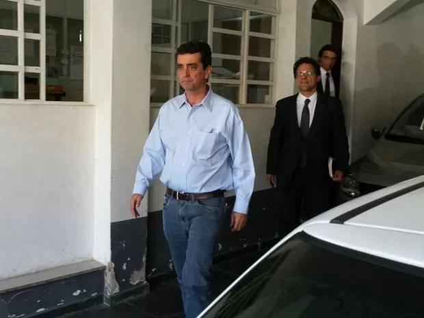 Diretor-presidente da Samarco, Ricardo Vescovi, na saída de depoimento na Delegacia de Meio Ambiente, em BH (Foto: Pedro Ângelo/G1)