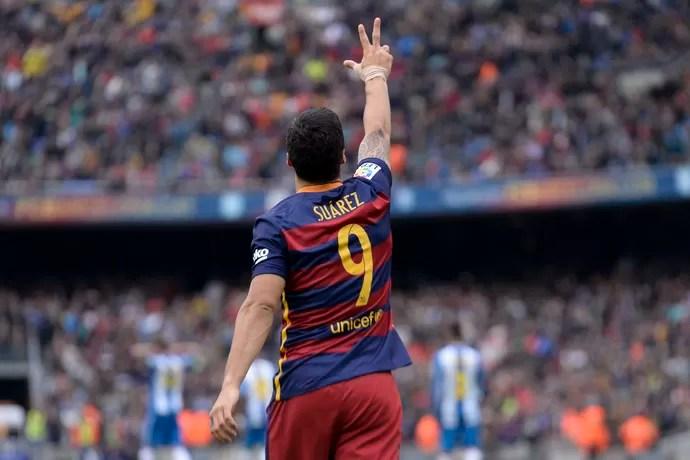 Suárez celebra gol pelo Barcelona (Foto: JOSEP LAGO / AFP)