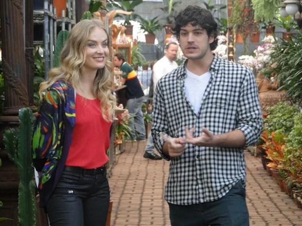 Angélica e Marco se divertem durante a gravação (Foto: Estrelas/TV Globo)
