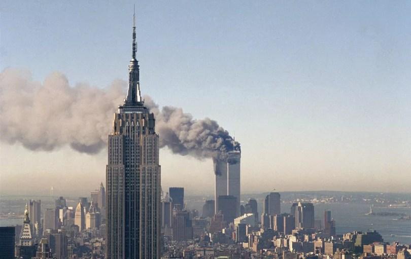 Entre os temas mais recentes de ciências humanas abordados no Enem 2017 está o atentado contra as torres gêmeras do World Trade Center, no 11 de Setembro de 2001 (Foto: Marty Lederhandler/AP (arquivo))