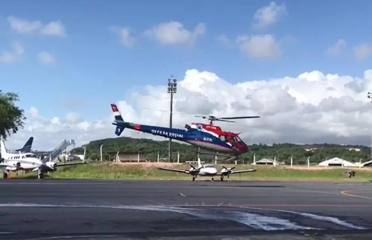 Helicóptero partiu do Recife para sobrevoar praias do litoral pernambucano e monitorar possível aparecimento de manchas na costa do estado — Foto: Secretaria Estadual de Meio Ambiente de Pernambuco/Divulgação