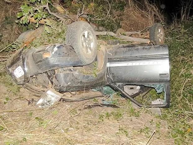 Vítima que conduzia o veículo morreu no local do acidente (Foto: Clodoeste Kassu/ Água Boa News)