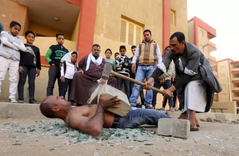 Karim Hussein é conhecido como o 'homem mais forte' do Egito (Foto: Mohamed Abd El Ghany/Reuters)