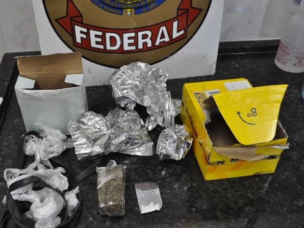Encomenda vinda de Curitiba continha maconha e cocaína (Foto: Divulgação/ Polícia Federal)