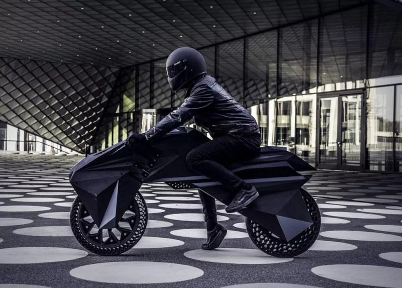 Nera é uma moto que usa impressora 3D e tem design futurista — Foto: Divulgação/BigRep