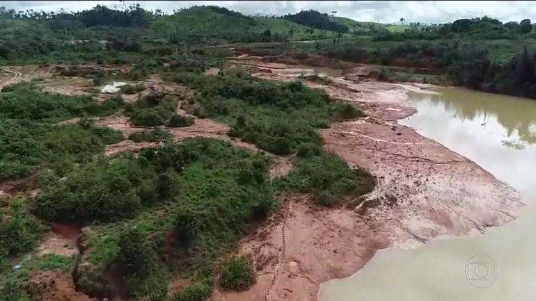 Rompimento de barragem deixa 100 famílias isoladas — Foto: Rede Globo