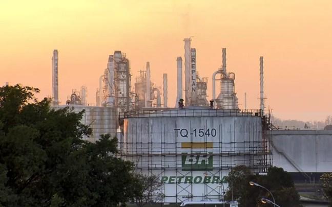 Replan é a maior refinaria da Petrobras e fica localizada em Paulínia, na Rodovia SP-332. — Foto: Reprodução/EPTV