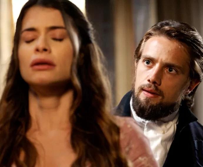 Felipe exige saber o que está acontecendo com Lívia (Foto: TV Globo)