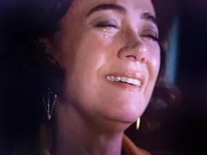 Marta chora ao achar que Zé está mesmo morto (Foto: TV Globo)