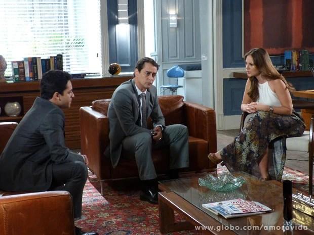 Paloma pede ajuda a Eron e Rafael (Foto: Amor à Vida/TV Globo)