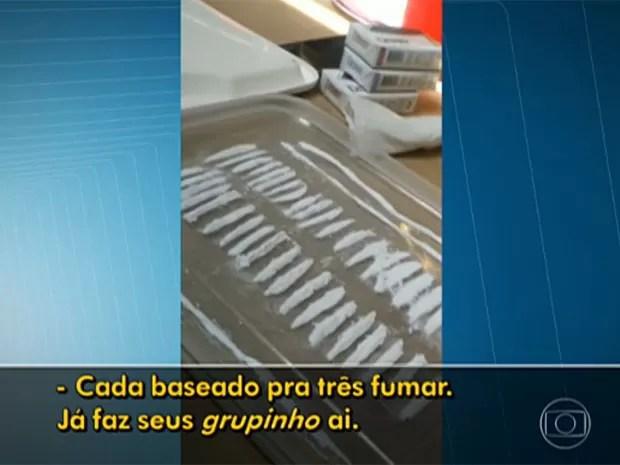 Presa organizava a distribuição de drogas durante a festa (Foto: TV Globo/Reprodução)