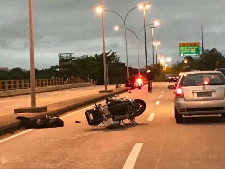 Batedor do comboio que acompanhava Jair Bolsonaro até a base aérea do Galeão sofre acidente — Foto: Cristina Boeckel/G1