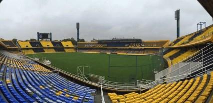 Estádio Gigante de Arroyito é a casa do Rosario (Foto: Diana Amato)