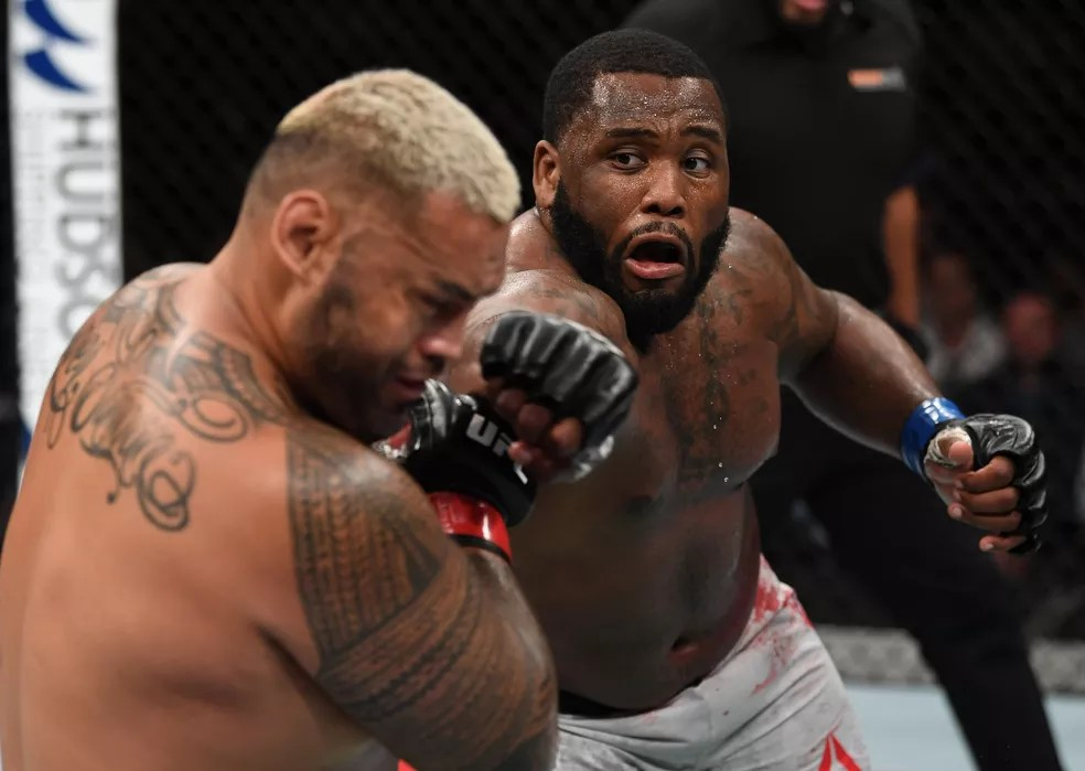 Justin Willis dominou a luta e derrotou Mark Hunt no UFC Adelaide — Foto: Getty Images