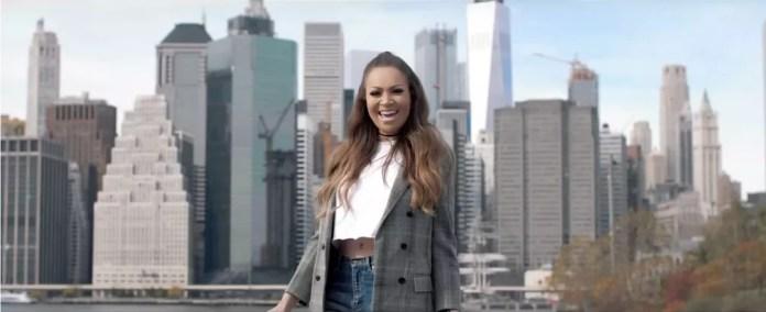Solange Almeida gravou um dos clipes da carreira em Nova York; — Foto: Divulgação