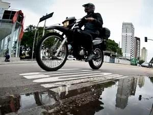 Moto com baú