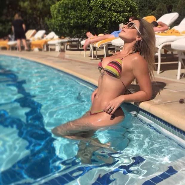Babi Rossi em piscina de hotel em Las Vegas, nos Estados Unidos (Foto: Instagram/ Reprodução)