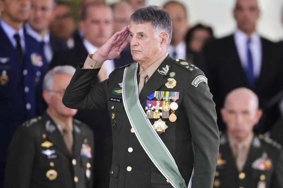 General Edson Leal Pujol na cerimônia em que assumiu o comando do Exército. — Foto: Valter Campanato/Agência Brasil