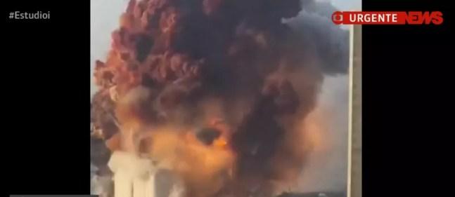 Grande explosão em área portuária em Beirute, no Líbano — Foto: GloboNews