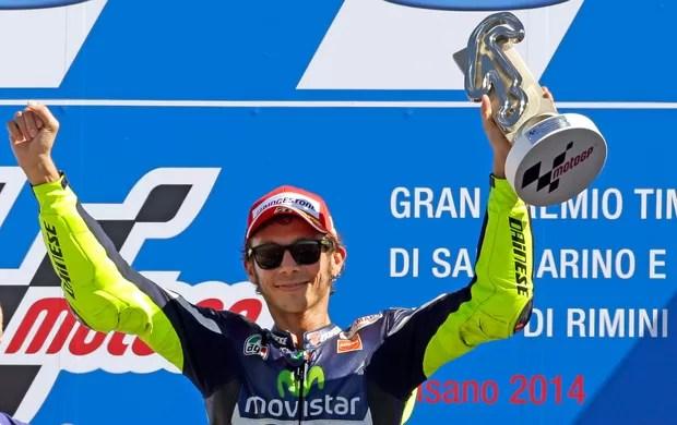 valentinorossi-motogp-podio-reu - Rossi dá aula a Márquez, vence em Misano e é ovacionado por 55 mil fãs