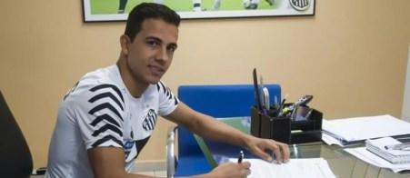 Nilmar assina com o Santos (Foto: Ivan Storti/Santos FC)