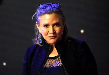 Carrie Fisher posa para fotos durante estreia europeia de 'Star Wars: O despertar da Força' (Foto: Paul Hackett/Reuters)