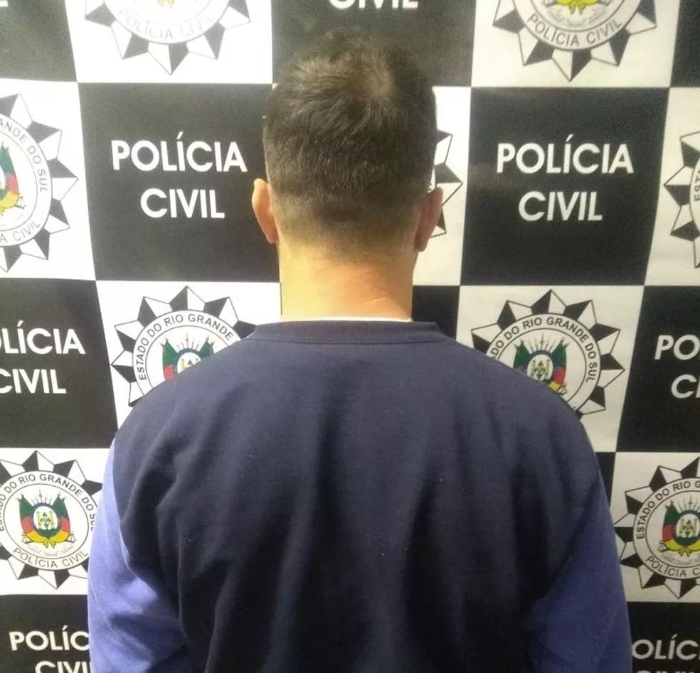 Homem foi preso com parte da carga, segundo a polícia (Foto: Polícia Civil/Divulgação)