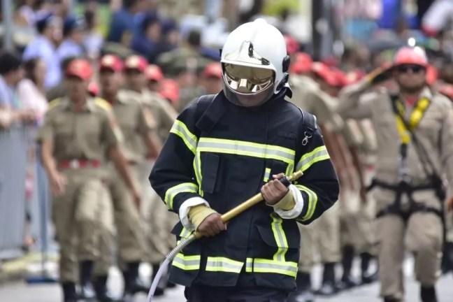 Bombeiros participaram do desfile de 7 de Setembro em Natal — Foto: Pedro Vitorino