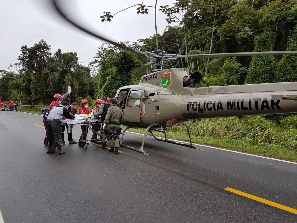 Vítimas foram socorridas com apoio do helicóptero Águia, da PM (Foto: PM/Divulgação)