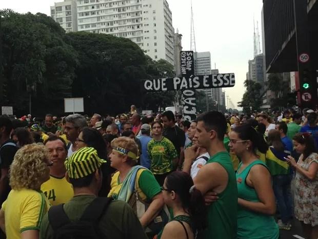 Manifestantes em frente ao Masp