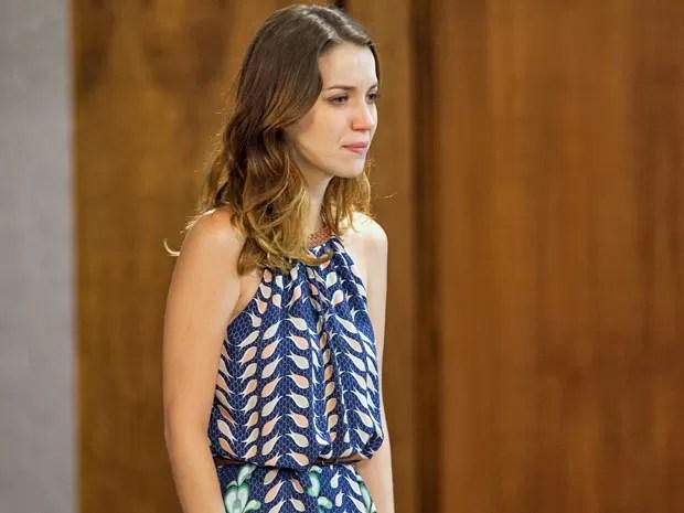 Laura fica transtornada ao saber que Adriana tirou a vida do seu pai (Foto: Fabiano Battaglin / Gshow)