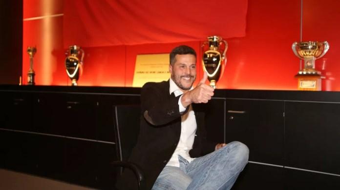 Julio César na entrevista de despedida do Benfica (Foto: Reprodução do site oficial do Benfica)