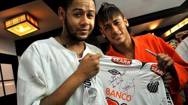 Neymar grava clipe do rapper Emicida (Foto: Divulgação / site oficial do Neymar)
