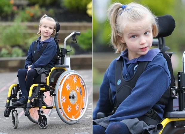 Holly é incapaz de andar e só pode falar usando um computador  (Foto: Geoff Robinson)
