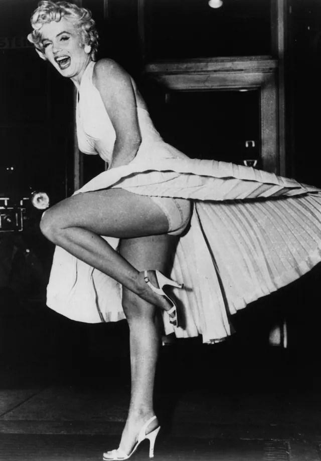 O vestido de Marilyn Monroe em O Pecado Mora ao Lado (Foto: Getty Images)