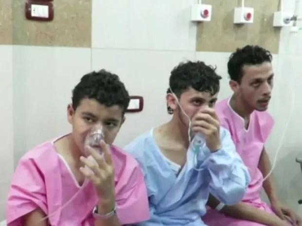Imagens divulgadas em mídias sociais mostram crianças e adultos sendo atendidos em um hospital (Foto: Reprodução)
