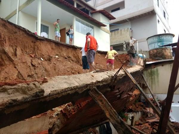 Muro de casa desabou em Vila Valério, ES (Foto: Divulgação/ Defesa Civil Estadual)