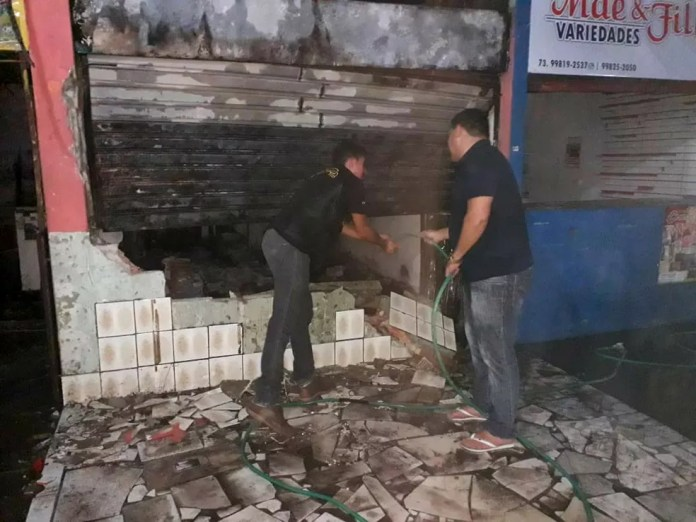Incêndio atingiu mercado municipal de Itabela — Foto: Site Bahia Dia a Dia