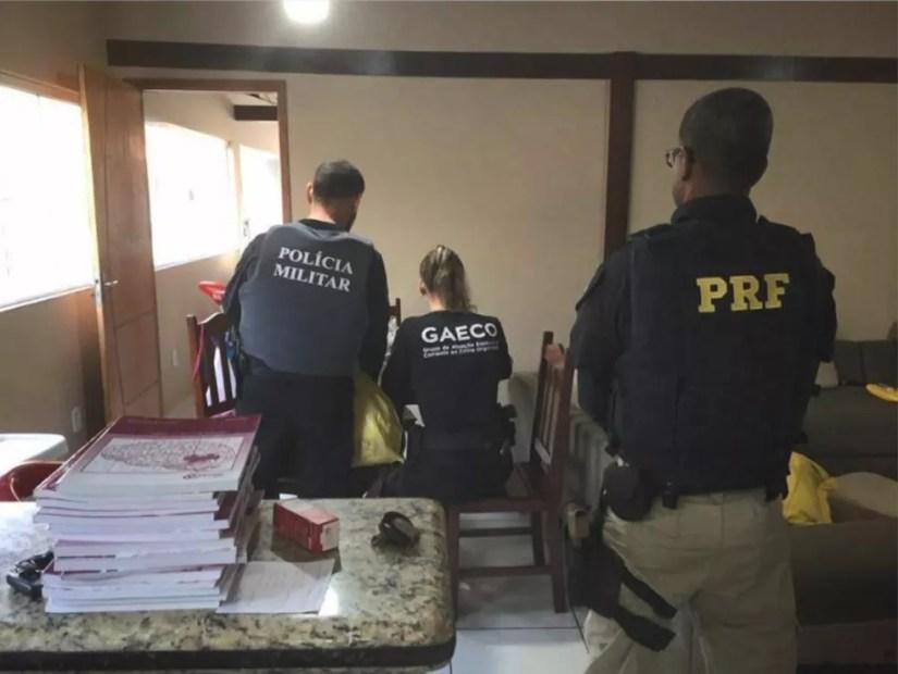 Operação prendeu três servidores do Detran-ES — Foto: Divulgação/MP-ES