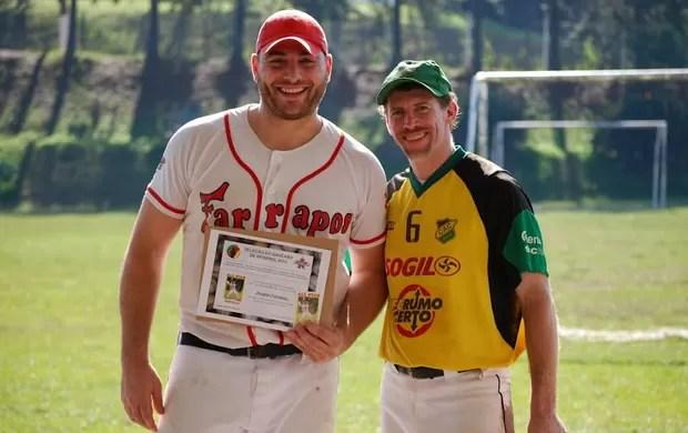 939531c80 Americanos  descobrem  beisebol no RS e ensinam o esporte aos ...