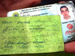 Verso do bilhete traz a frase 'Volta logo, papai' (Foto: Assis Cavalcante / Agência BOM DIA)