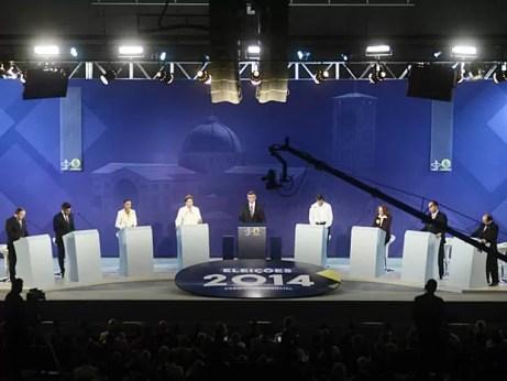 Candidatos à Presiência durante debate organizado pela CNBB em Aparecida (SP) na noite desta terça-feira (16) (Foto: Thiago Leon/Santuário Nacional)