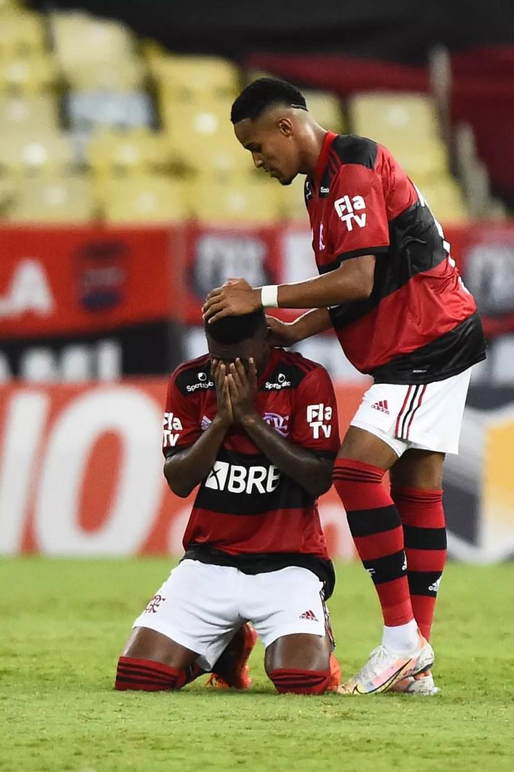 Max se emociona após gol pelo Flamengo — Foto: André Durão