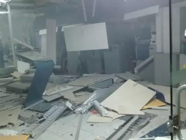 Caixas eletrônicos foram explodidos em Vertentes (Foto: Divulgação/ Polícia Militar)